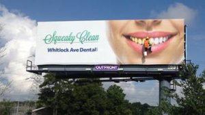 Geras reklaminis stendas turi pritraukti dėmesį